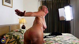 American housewife Liz fingering herself