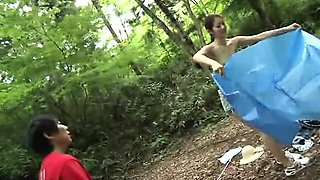 Asian amateur has outdoor sex