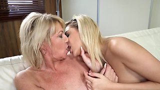 Older lesbian is teaching her younger counterpart some tricks