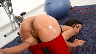 Petite Latina Bangs Her Coach At Gym