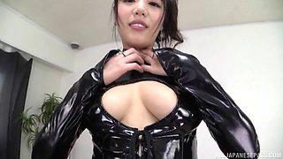 Hot Japanese chick in leather costume receives the pussy licking