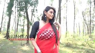 Indian saree aunty