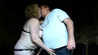 Kinky amateur granny with big hooters needs to be pleased