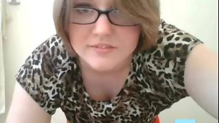 Amateur chubby in glasses wants ur strong cock