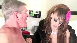 Mistress Juicy facesitting
