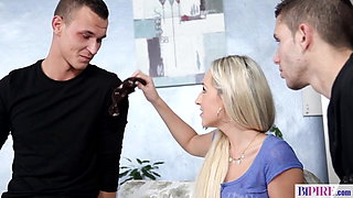 Blonde babes gets revenge on her cheating boyfriend