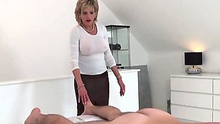 Cheating british milf lady sonia pops out her heavy boobies6