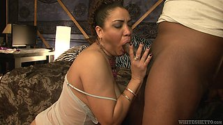 Broad with big tits does professional bj to ebony guy