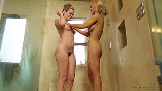 Blond masseuse Sasha Heart gets her pussy licked in the bathtub