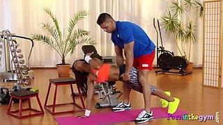 Ebony gym babe cocksucking instructor