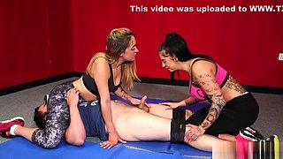 Wrestling Domina Jerks