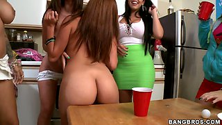 Amateur college chick gets fucked by Jada Stevens, Diamond Kitty and Jamie Valentine