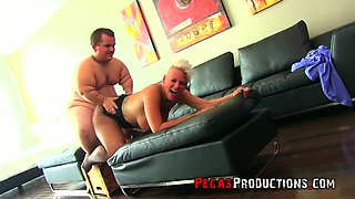 Bosomy tall MILF with juicy rack Alyson Queen provides midget with a blowjob