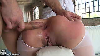 kinky valentina bianco has her asshole and mouth fucked in threesome action