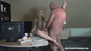 Bald older man polishes soaking pussy of Liz Rainbow and gets a blowjob