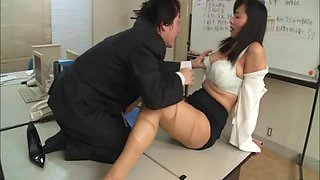 Curvy Japanese babe in a tight skirt gets fucked by horny boss at work