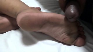 Flexible pale brunette with foot fetish does hot footjob