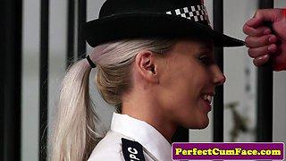 UK police babe facialized by a prisoner