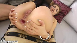 Anal job for a young maid