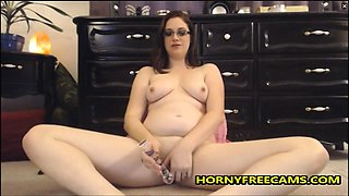 Curvy Nerd Enjoys Toying Pussy And Vibrating Clit