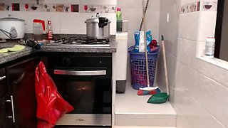 Camgirl squirt in kitchen
