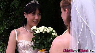 Pissing aussie les bride