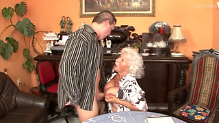 Omas Mit 75 Jahren immernoch Geil