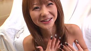 Brunette babe Naho Ozawa knows how to suck two dicks at the same time