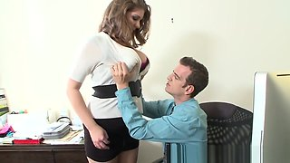 Curvy Babe Titfucking In Office After Hours