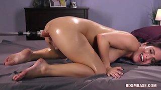 Brunette Babe Cumming With Fuck Machine