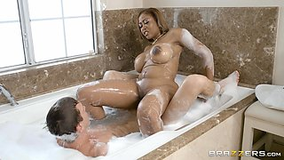black babe sucks cock in a foam bath