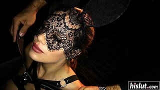 Masked babe knows how to fuck properly