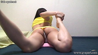 Young Japanese Girl Stretching and Hot Cameltoe