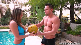 Slutty neighbor chick Rachel Roxxx seduces volleyball player