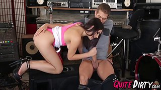 Band fan valentina nappi gets load of hot jizz in her face
