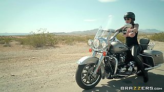 busty bikers anna bell peaks and felicity feline refreshing on the road