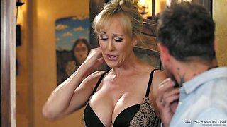 Eye catching busty masseuse Brandi Love gives a splendid nuru massage