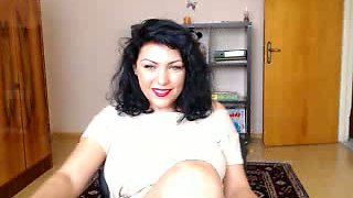 Seductive babe smoking and posing seductively for me on webcam