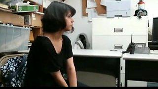 shoplifting 2 girl caught by guard nice koooool video