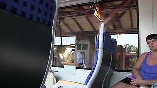 Blanke Pussy im Zug