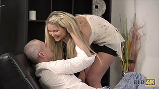 Spontaneous sex of daddy and blonde starts with nice blowjob