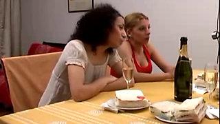 Amas de Casa Lesbianas - Porno Argentino