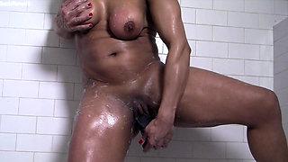 Naked Female Bodybuilder Masturbates Her Big Clit