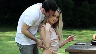 Erotic babe gets fucked