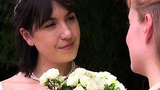 Aussie lesbian bridal group fingerfuck