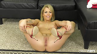 Blonde cuteness Zoey Monroe having her slippery pussy penetrated