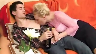 Russian horny aunty seducing cousin