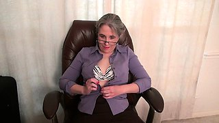 Old secretary Kelli strips off and fingers her hairy pussy