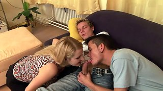 Bisexual threesome with a blonde on HPC