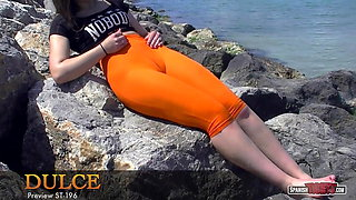 Fat bottomed teen bathes her cameltoe at the beach
